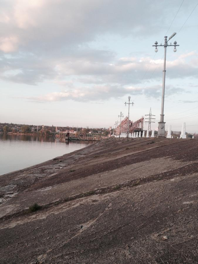 Flodflodfördämning royaltyfria bilder