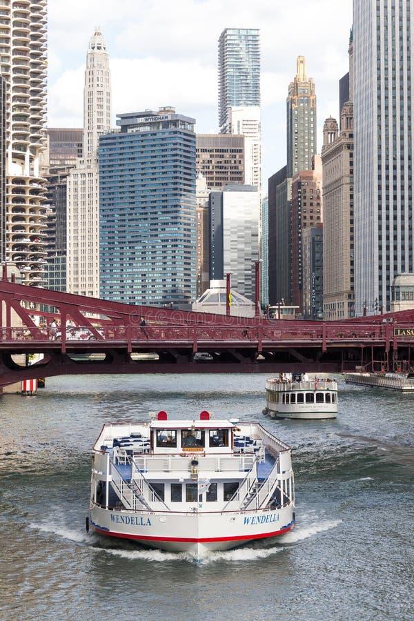 Flodkryssningfartyg, Chicago River, Illinois fotografering för bildbyråer