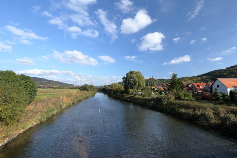 Flodlandskap av Werraen arkivbilder