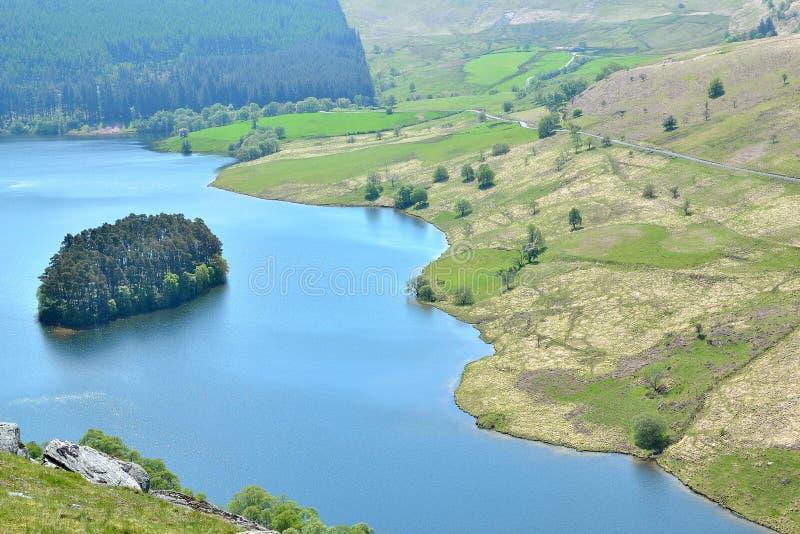 flodlandskap i Elan Valley i Wales, UK royaltyfria foton