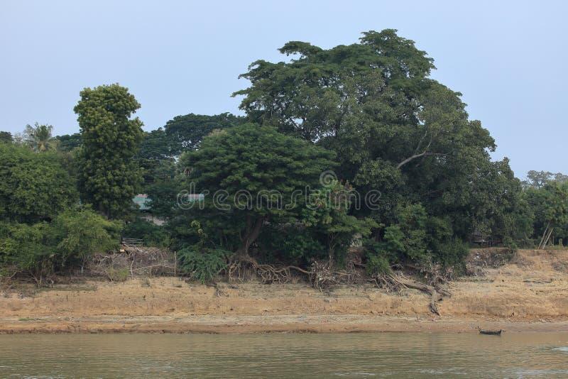 Flodlandskapen av den Irrawaddy floden i Myanmar arkivfoton