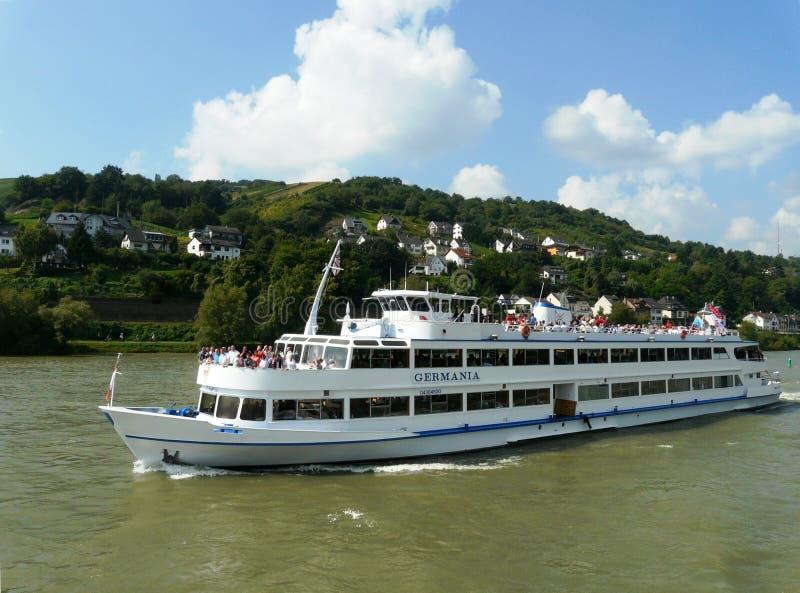 Flodnöjefartyg på Rhen, Tyskland arkivbilder
