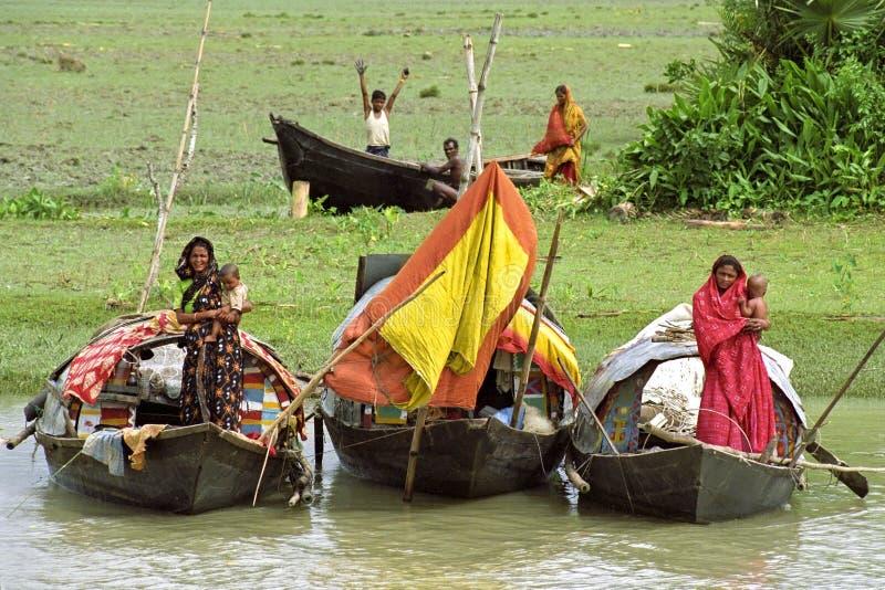 Flodnomader på deras husbåtar, Bangladesh arkivfoto