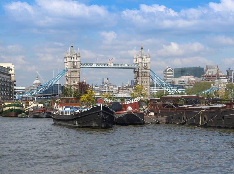 FlodThemsen och tornbro, London royaltyfri foto