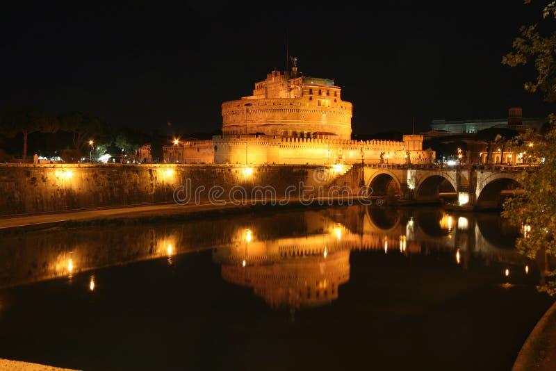 Floodlit замок на ноче стоковая фотография