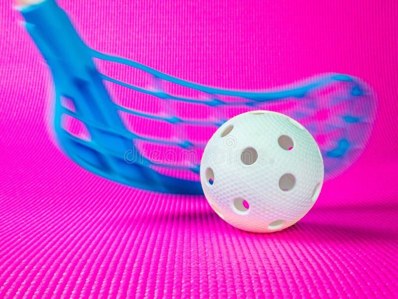 Floorball spelare i handling arkivfoto