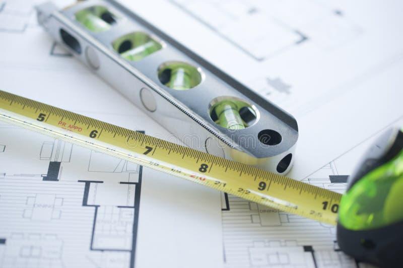 Floorplan, niveau et règle photographie stock