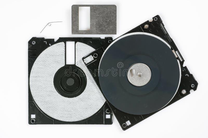 Floppy disk 3 A 5 pollici su backround bianco Dischetto di computer d'annata smontato Macro primo piano immagine stock libera da diritti