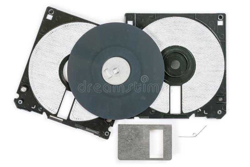 Floppy disk 3 A 5 pollici su backround bianco Dischetto di computer d'annata smontato Macro primo piano immagini stock