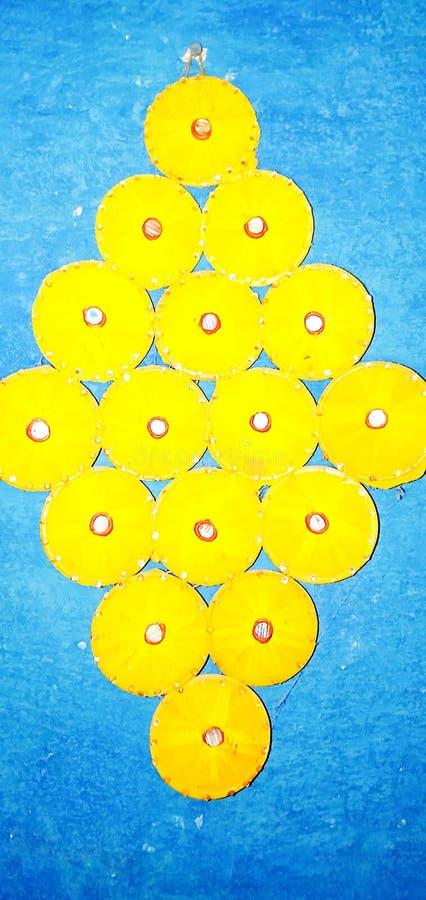 Flor amarilla del color hecha por children' s para las decoraciones caseras foto de archivo libre de regalías