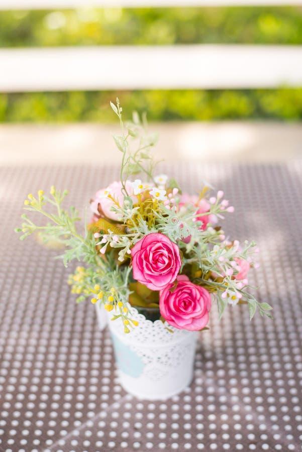 Download Flor Artificial De La Decoración Imagen de archivo - Imagen de decoración, regalo: 42444271