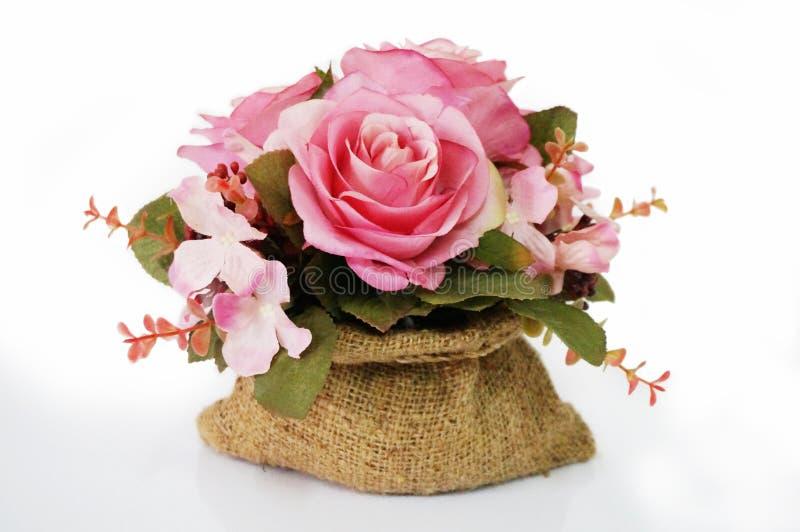 Flor artificial do ramalhete cor-de-rosa das rosas fotos de stock