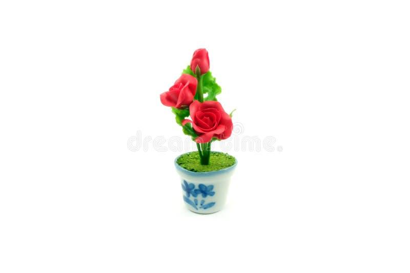 Flor color de rosa de la mini arcilla en el pote fotos de archivo