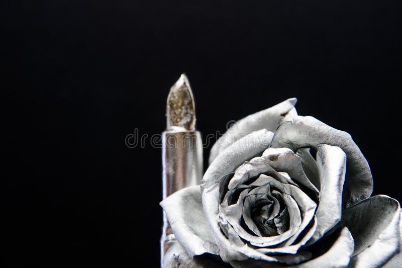Flor color de rosa de plata decoración antigua metalizada Arte del maquillaje Dise?o del vintage riqueza y riqueza Barra de labio foto de archivo