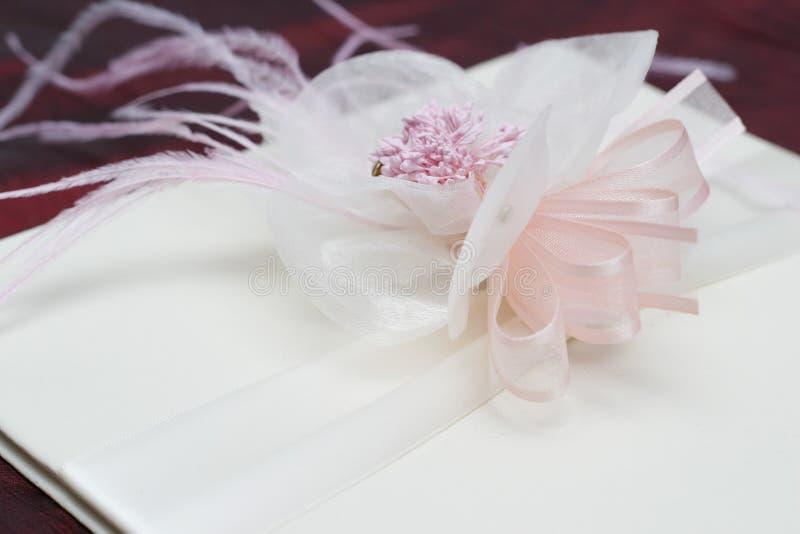 Flor con la cinta fotografía de archivo