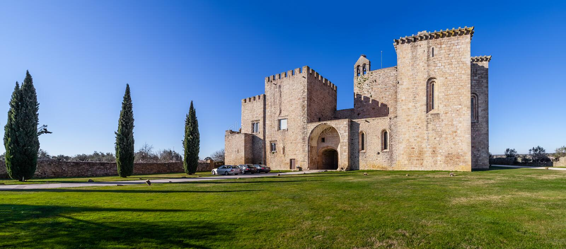 Flor da Rosa Monastery em Crato Pertencido aos cavaleiros de Hospitaller fotos de stock royalty free