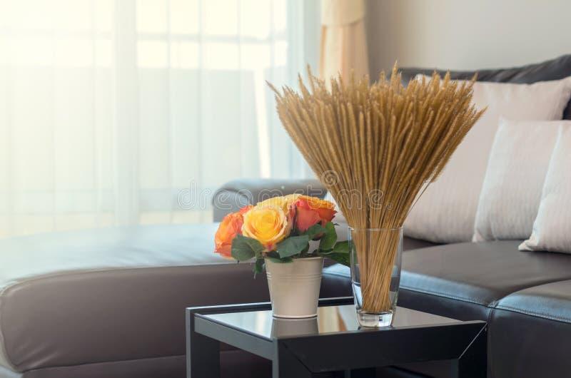 Flor de la escama del primer en sala de estar interior de lujo foto de archivo libre de regalías