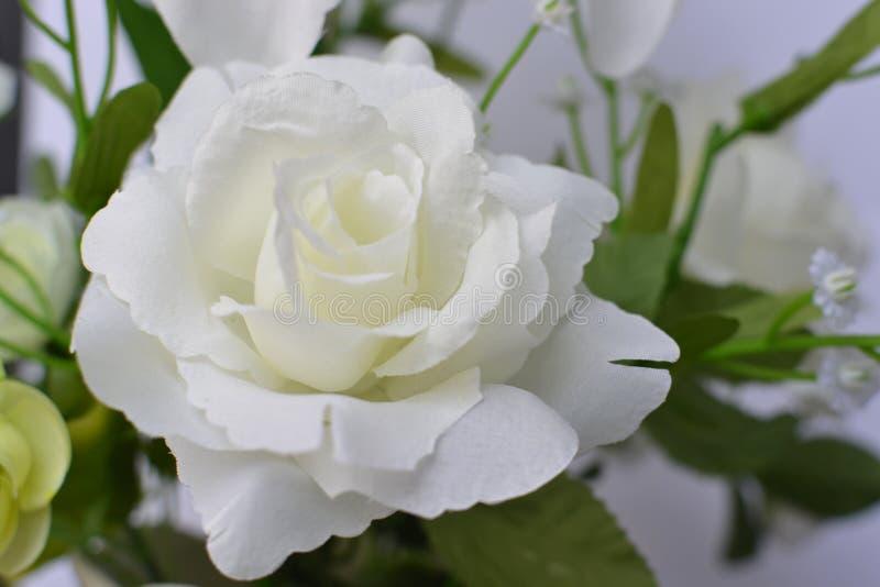 Flor de la falsificación de la rosa del blanco foto de archivo