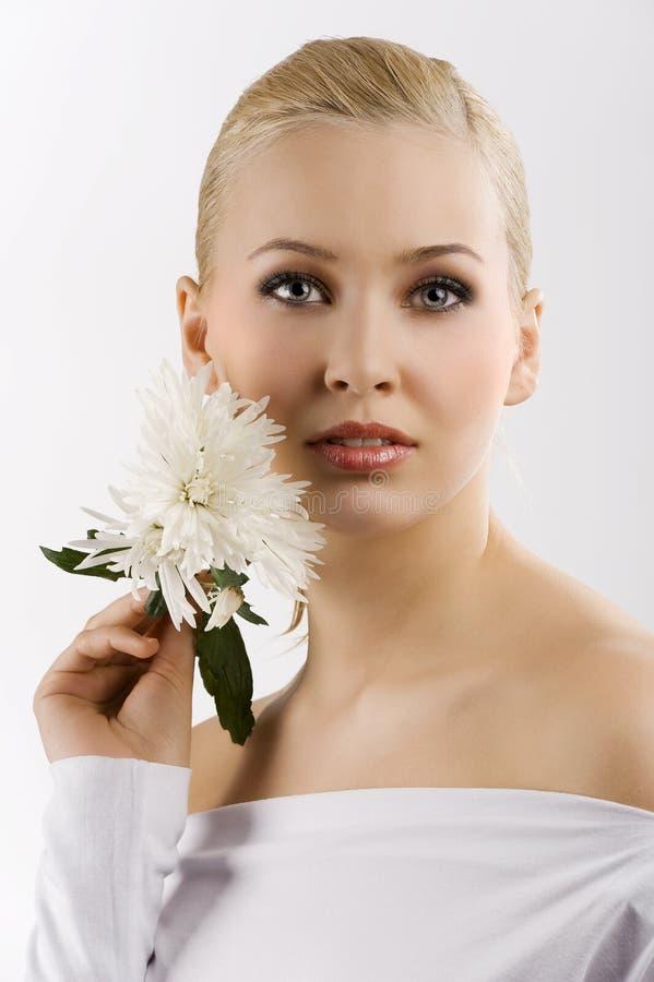 Flor de la pizca de la mujer blanca fotos de archivo libres de regalías