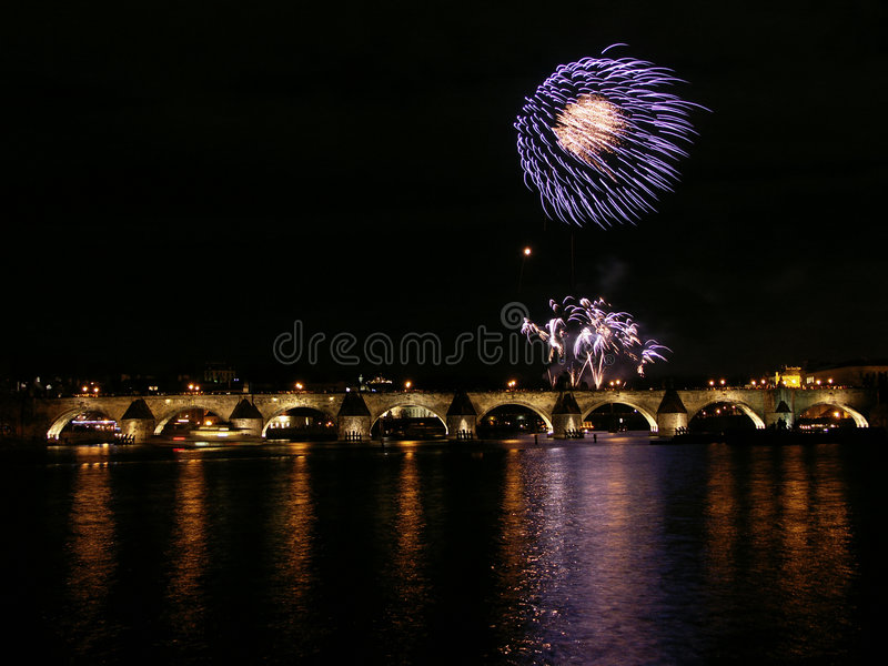 Download Flor De Los Fuegos Artificiales Foto de archivo - Imagen de firework, flash: 7284002
