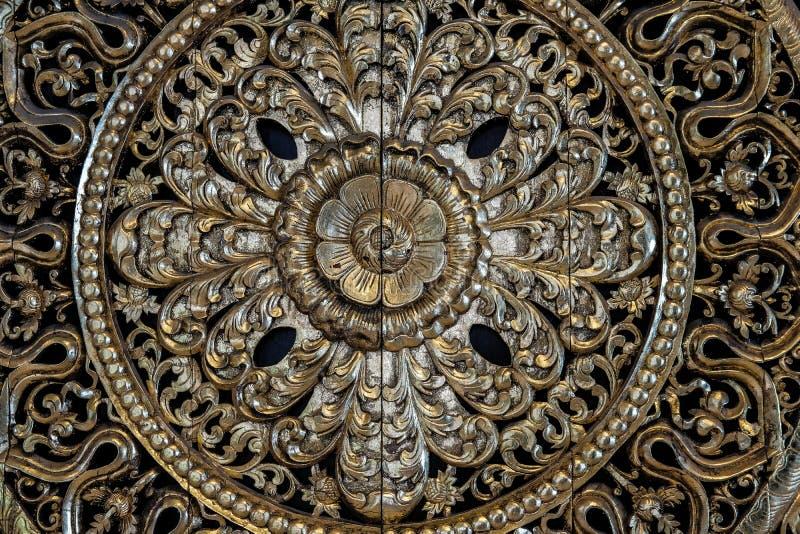 flor de oro tallada que talla arte del modelo de la escultura foto de archivo libre de regalías