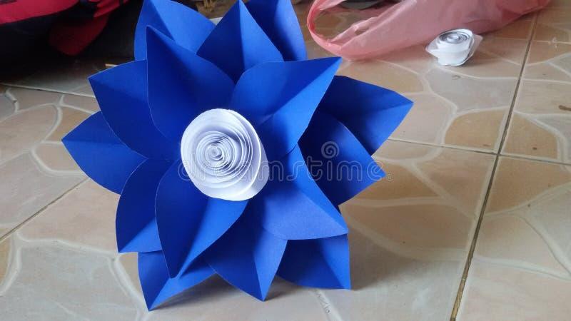 Flor de papel azul imágenes de archivo libres de regalías