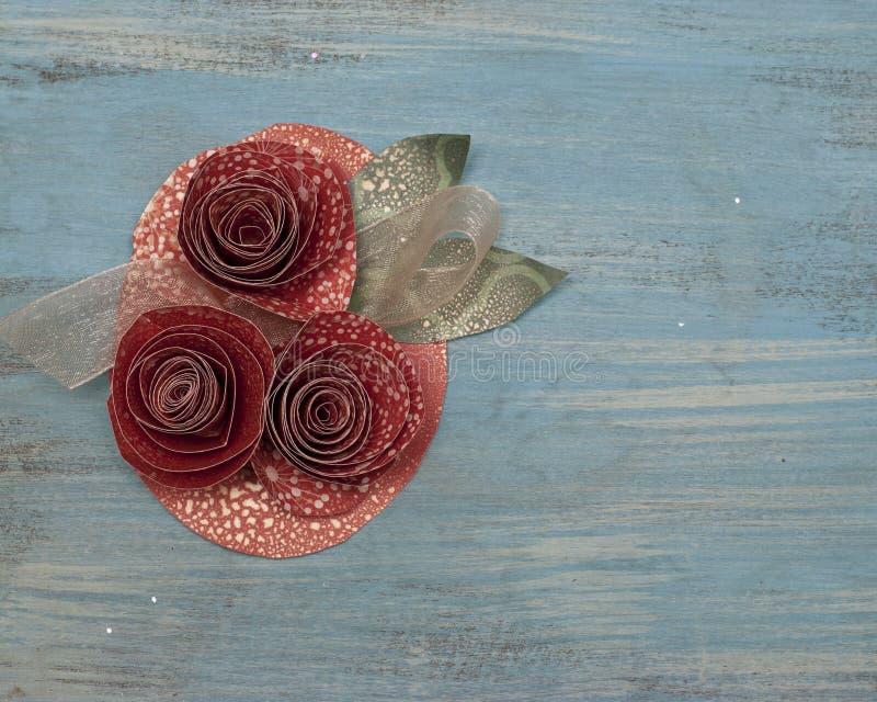 Flor de papel y ramillete de la cinta imágenes de archivo libres de regalías