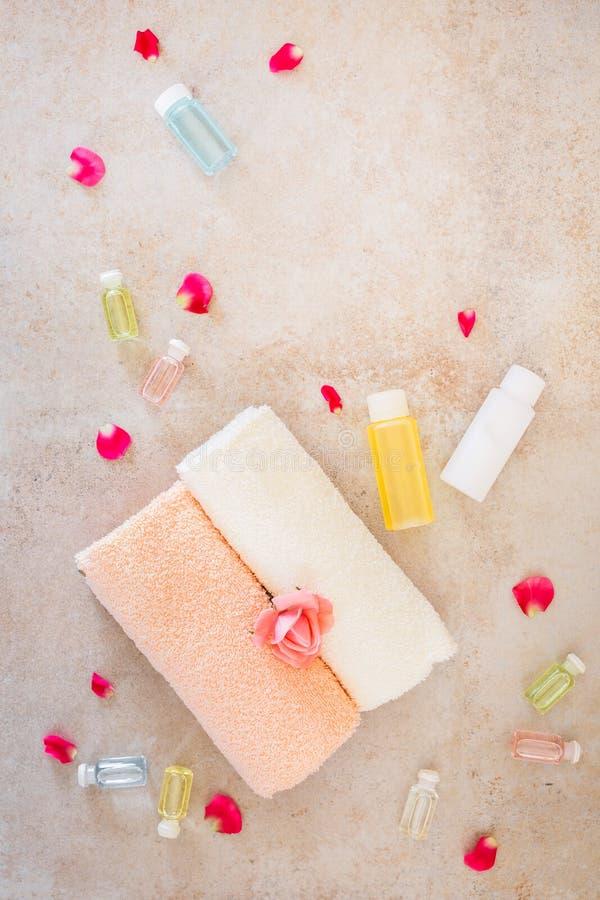 Flor de Rosa e óleos essenciais foto de stock royalty free
