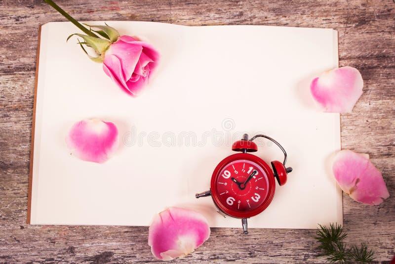 Download Flor De Rosa No Livro De Nota Foto de Stock - Imagem de relaxe, bonito: 65581376