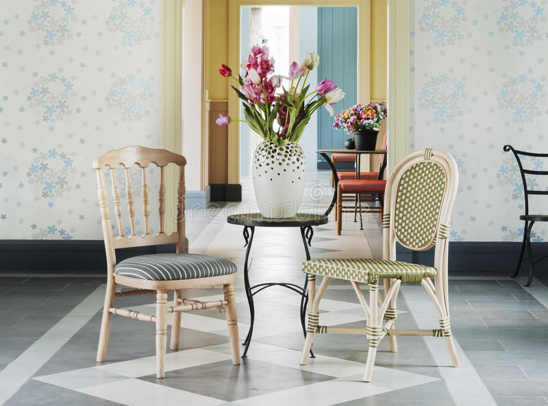 Flor decorativa na tabela fotografia de stock royalty free