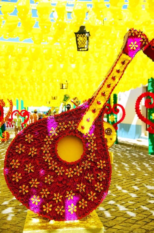 Flor do festival nas ruas no Alentejo foto de stock