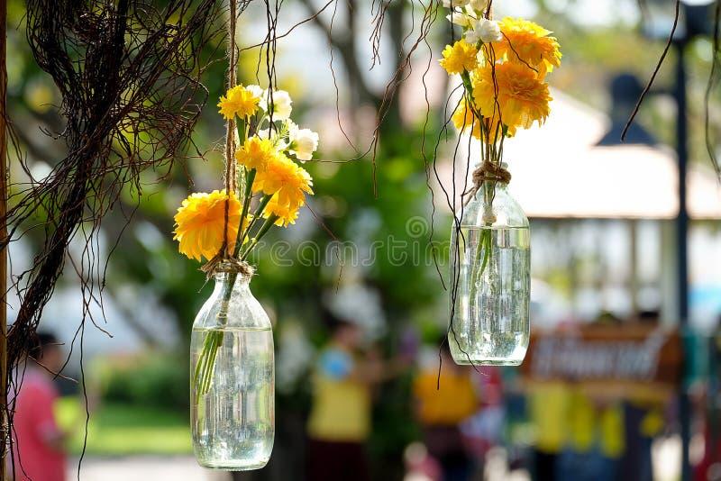 Flor en la botella foto de archivo