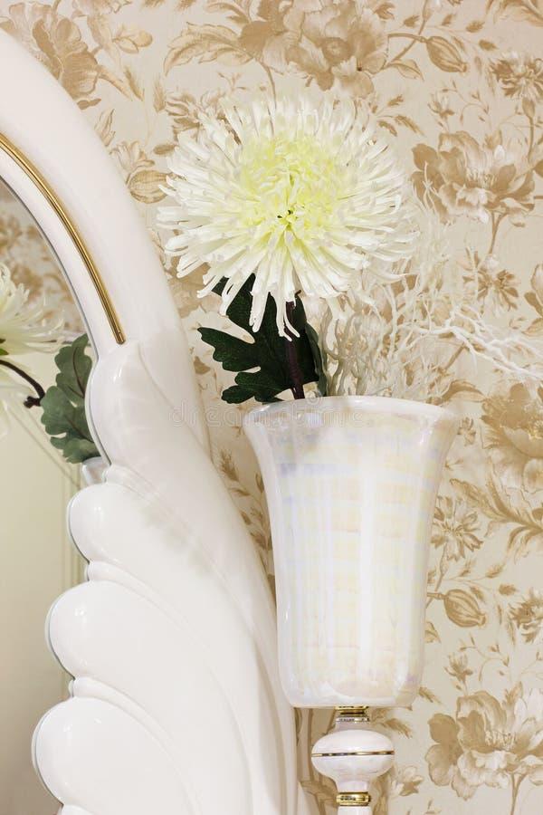 Flor en un florero Flor de vida como elemento de la decoraci?n foto de archivo