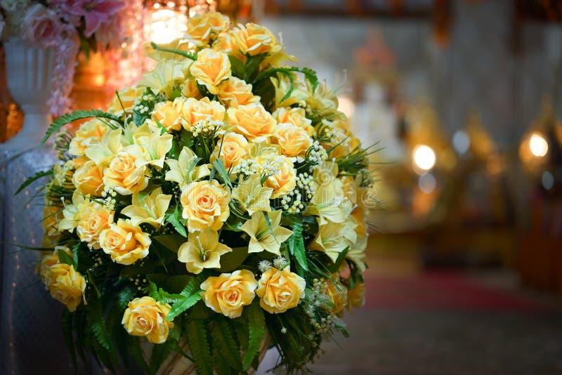 Flor falsa y fondo floral foto de archivo libre de regalías