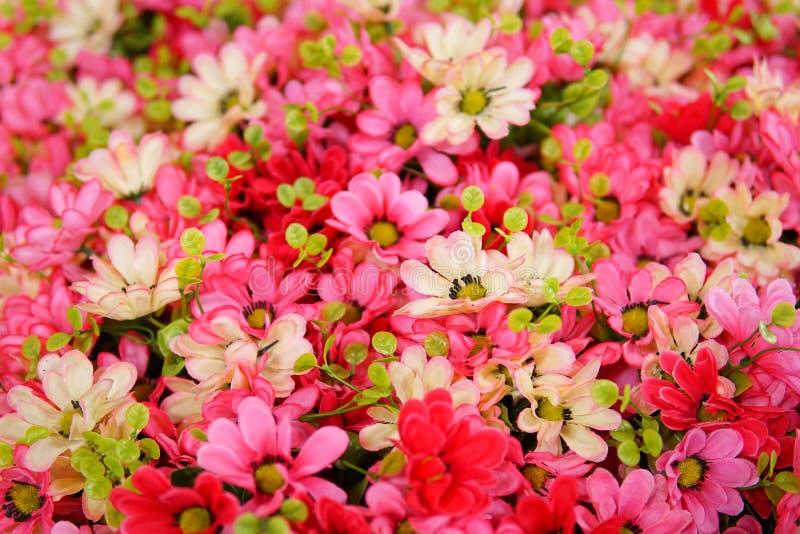 Flor falsa y fondo floral fotos de archivo