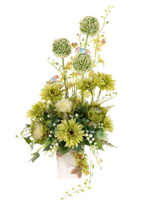 Flor plástica artificial de la decoración con el florero del diseño del vintage fotos de archivo