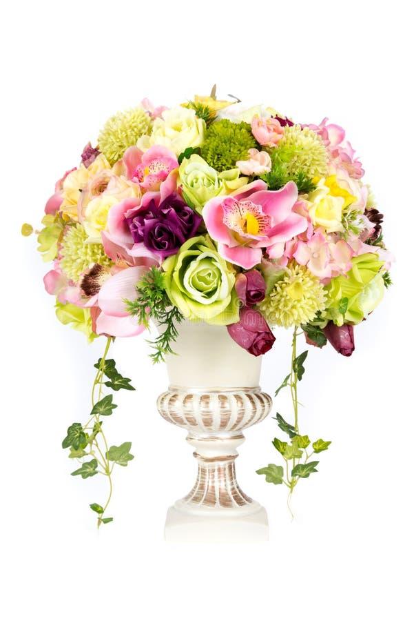 Flor plástica artificial de la decoración con el florero del diseño del vintage imagenes de archivo