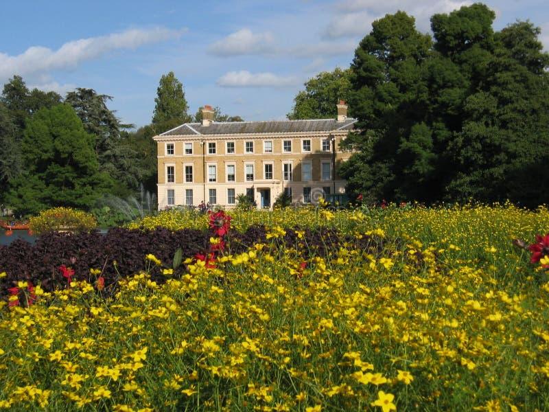 Flor-Tapete em jardins de Kew imagens de stock royalty free