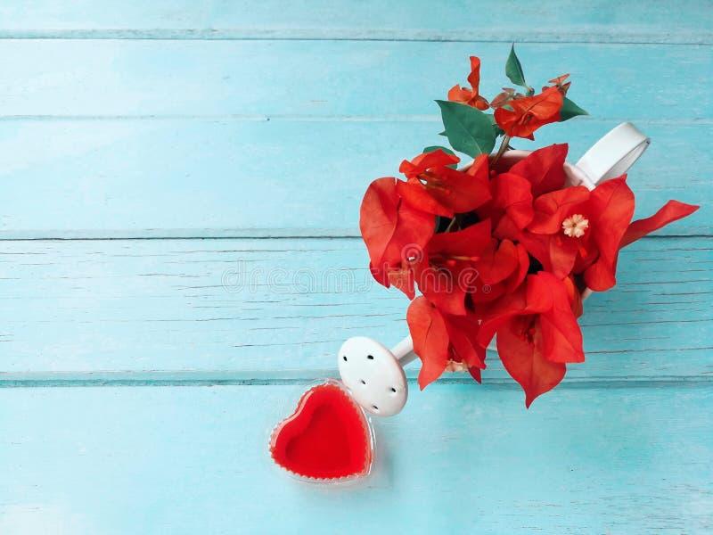 A flor vermelha do ramalhete bonito, enche acima o refrescamento do amor fotos de stock