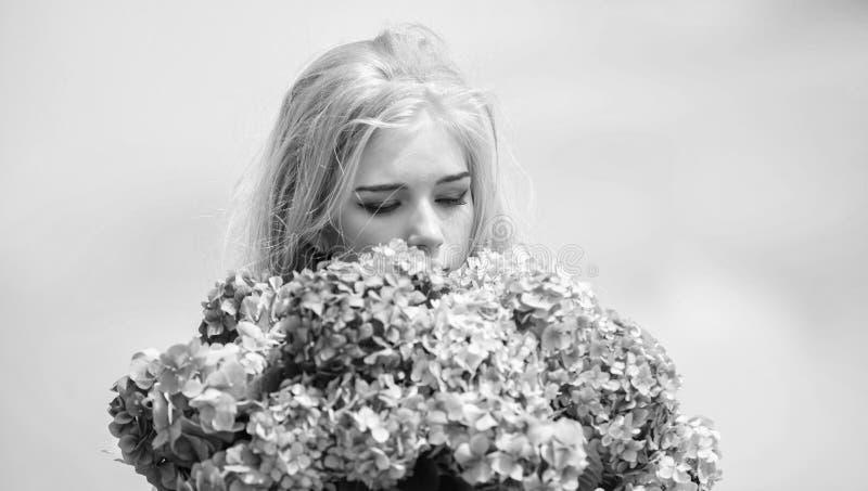 Floraci?n de la primavera Concepto natural de la belleza Cuidado de piel y tratamiento de la belleza Flor apacible para la mujer  imagenes de archivo