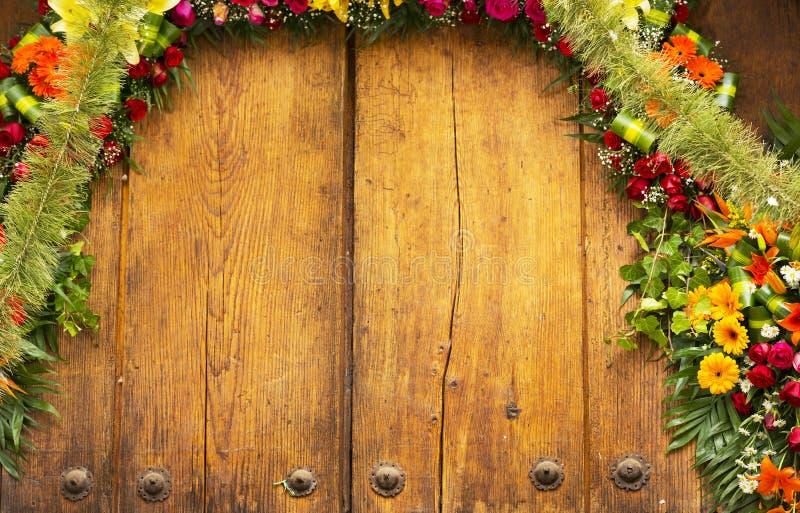 Floral αψίδα με το διάστημα αντιγράφων στοκ εικόνα με δικαίωμα ελεύθερης χρήσης
