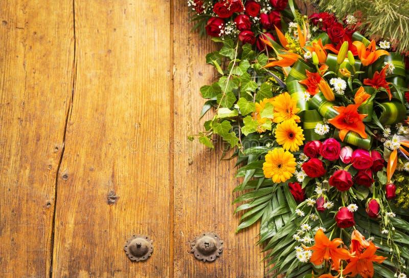 Floral στεφάνι με το διάστημα αντιγράφων στοκ φωτογραφία με δικαίωμα ελεύθερης χρήσης