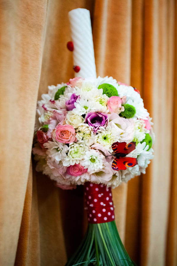 Free Floral Arrangement On A Baptismal Candle Royalty Free Stock Photography - 50443057
