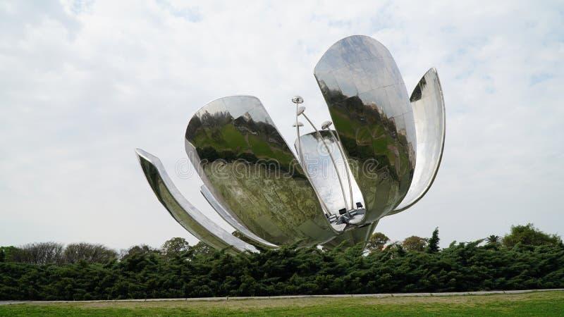Floralis Generica, Buenos Aires imagem de stock royalty free