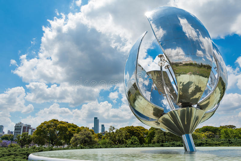 Floralis Generica, Buenos Aires Argentinien royalty free stock photos