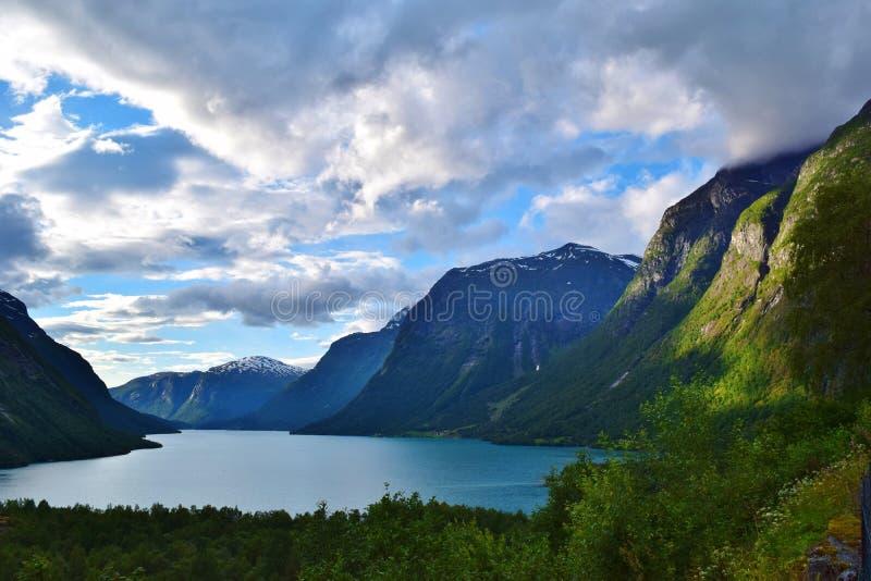 Flord entre las montañas imágenes de archivo libres de regalías