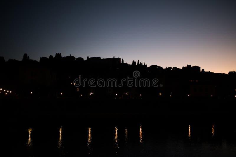 Florença, Itália - em outubro de 2017 Vista cênico de Florença após o por do sol Florença, Itália imagens de stock royalty free