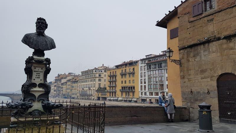 Florença Ponte Vecchio Lojas com os vendedores do ouro imagem de stock royalty free