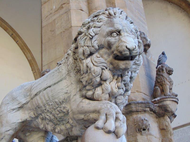 Florença Toscânia Italy Escultura do leão de Medici no dei Lanzi da loggia fotos de stock