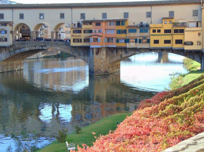 Florença Toscânia Italy Ponte Vecchio no River Arno fotografia de stock